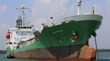 Tàu cung cấp dầu trên biển